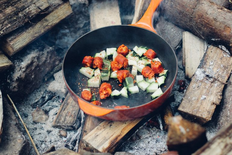 キャンプ 料理 フライパン 炭