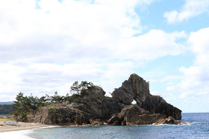 窓岩と滝 (1)