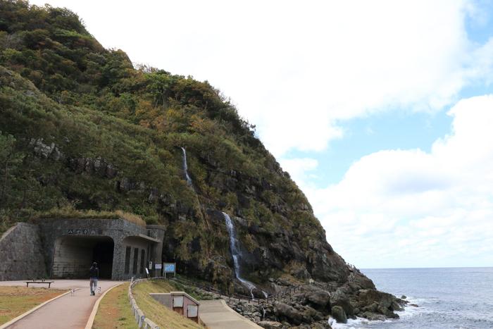 窓岩と滝 (5)