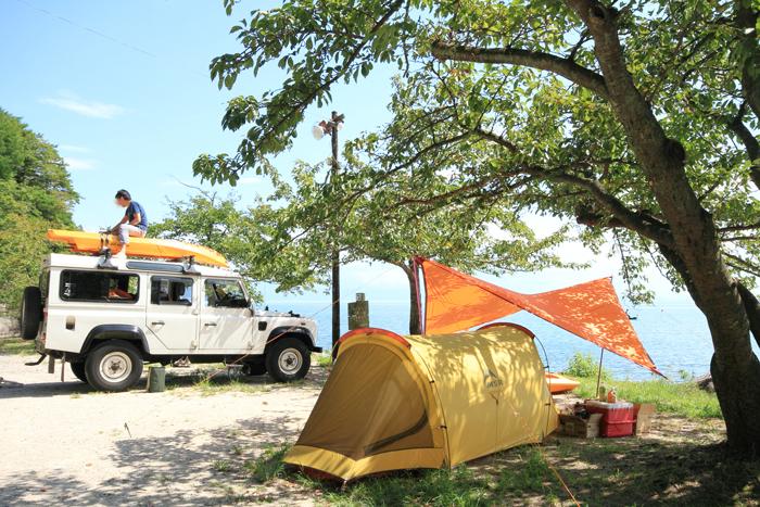 手放したテントとタープ